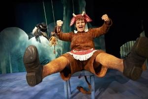 Teatteri Hevosenkenkä: Mimmi Lehmä ja varis @ Vernissasali | Vantaa | Suomi